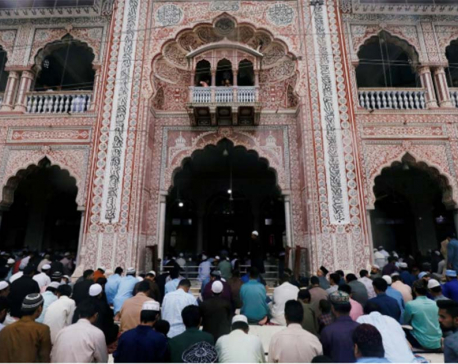 Pakistan dedicates Eid to Kashmir after India strips region of special status