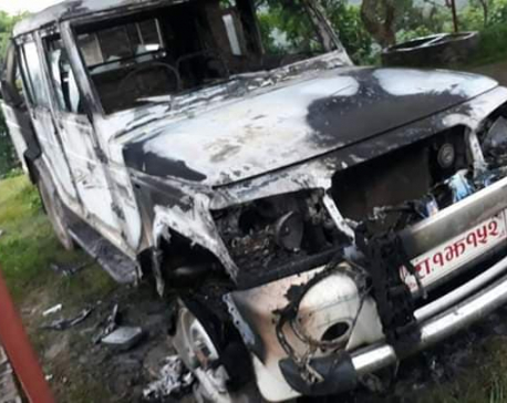 Unidentified group torches  government vehicle in Dang