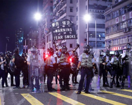 Trump ties China trade deal to 'humane' Hong Kong resolution after troop buildup worry