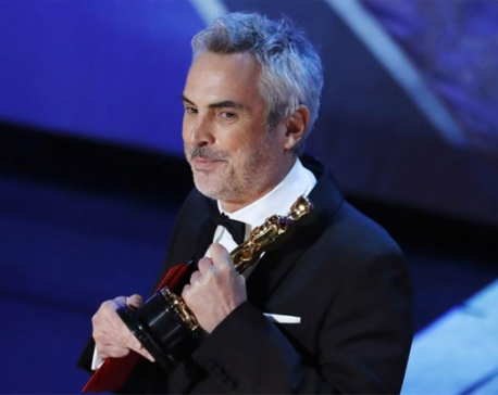 'Roma' wins two early Oscars as Queen rocks show without a host