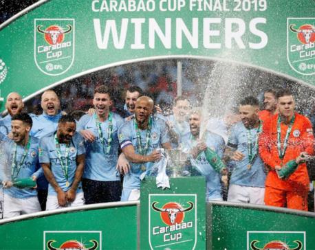 Man City win League Cup as Chelsea keeper defies Sarri