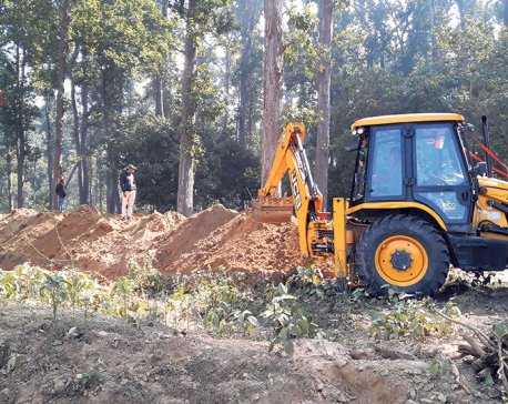 Indian authorities resume digging trench at border