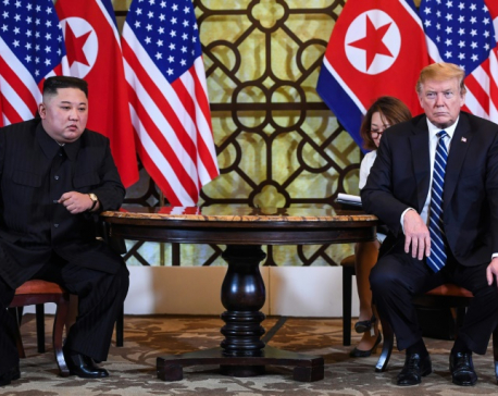 With a piece of paper, Trump called on Kim to hand over nuclear weapons