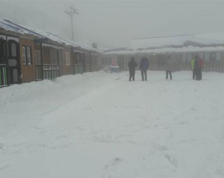 Kathmandu-bound 150 cargo trucks stranded at Kerung over heavy snowfall