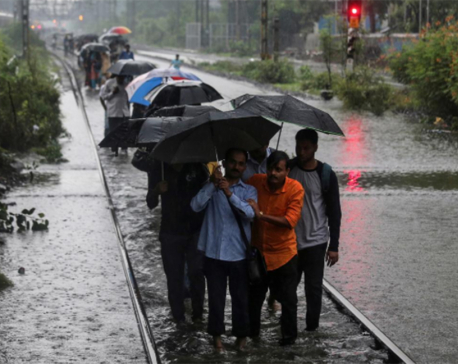 Heavy rains in India kill 27, cripple Mumbai