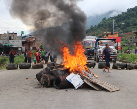 Locals block Galchi-Trishuli road section after one woman dies due to doctors' negligence