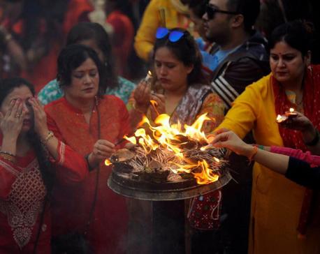 Devotees throng Pashupatinath to worship Lord Shiva (With photos)