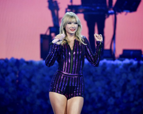 Taylor Swift shakes off drama with fun concert performance