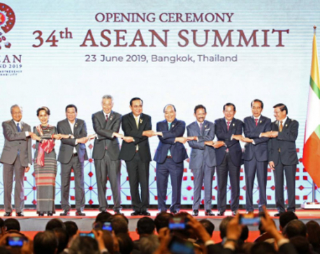 Southeast Asian leaders meet, expected to discuss Rohingyas, South China Sea
