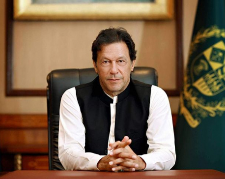 Pakistani PM reiterates support to Kashmiris on Indian side