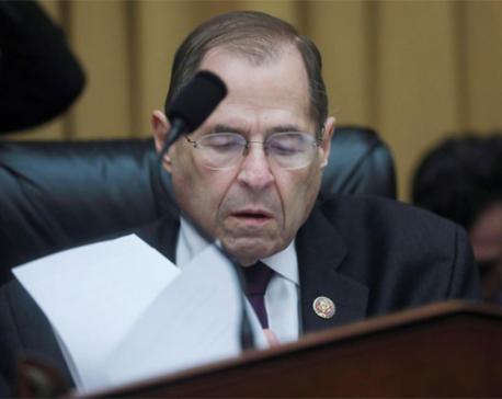 House Democrats to get more Mueller evidence, Trump calls witness 'sleazebag'