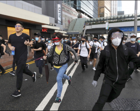 Crowd blocks Hong Kong HQ trying to halt bill