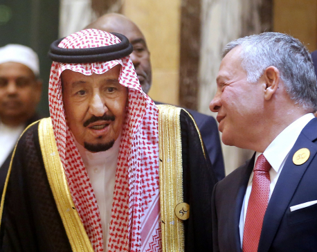 Saudi king slams Iran's 'terrorist acts' at Islamic summit