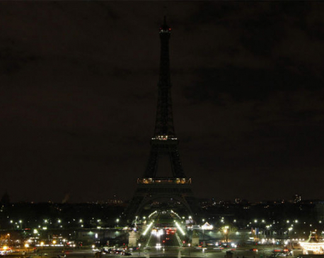Eiffel Tower goes dark for Earth Hour