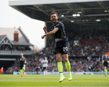 Man City back on top, Huddersfield go down