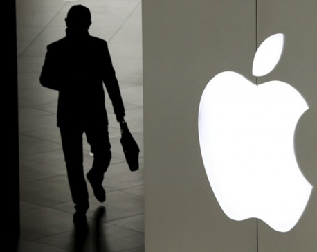Apples wins 1, loses 1 in battle over iPhone technology