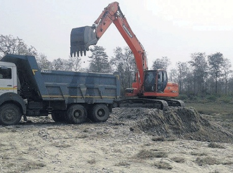 Monitoring finds local reps colluding in illegal mining of river products