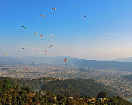 Solo paragliding banned after two die in three days