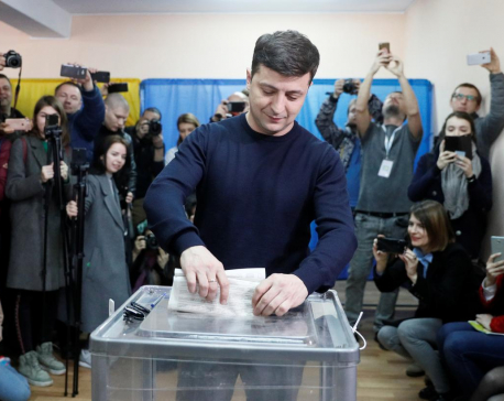 Comedian tipped to win in Ukraine presidential vote