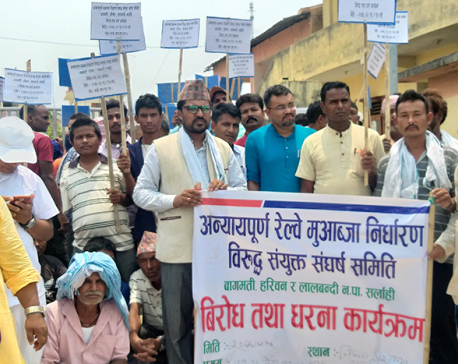 Mayor stages sit-in against 'low compensation' for East-West Electrical Railway