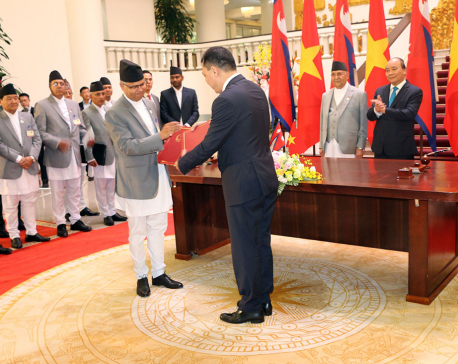 PM Oli holds meeting with Vietnamese PM Xuan Phuc