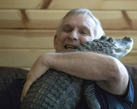 Man says emotional support alligator helps his depression