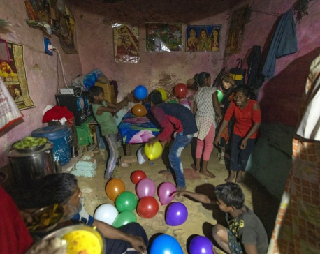 'I am so afraid': India's poor face world's largest lockdown