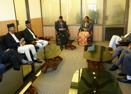 Speaker holds meeting with top leaders