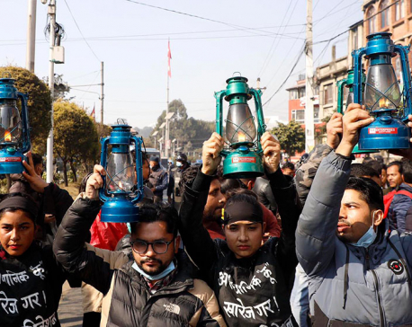 IN PICS: ANNFSU close to Dahal-Nepal faction of NCP stages lantern protest demanding reinstatement of lower house