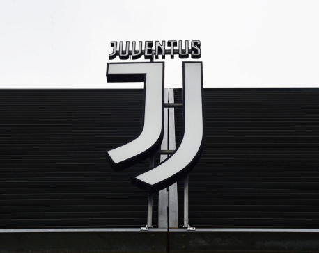 Juventus players, coach Sarri agree pay cut due to coronavirus