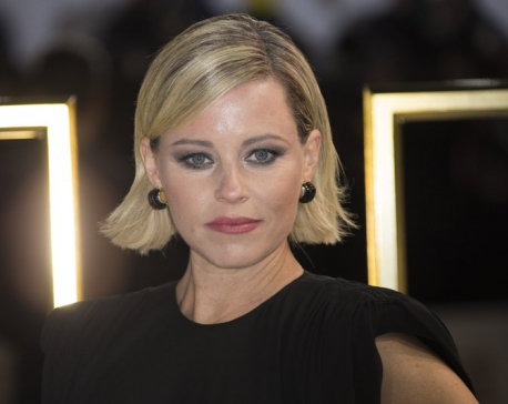 Elizabeth Banks being honored with parade, roast at Harvard