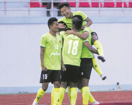 Army goes three points clear at top