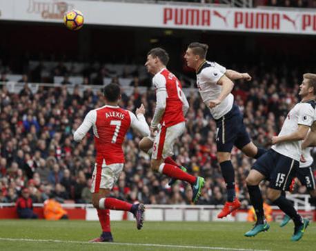 Kane scores on injury return to clinch Spurs draw at Arsenal