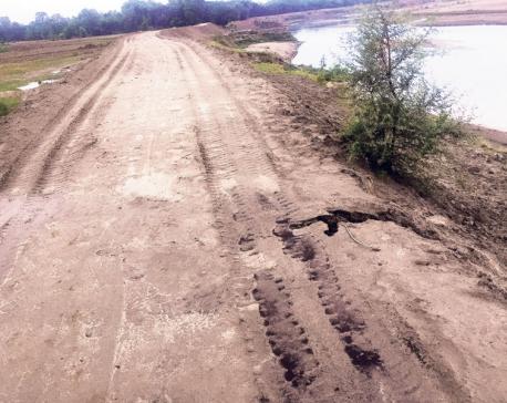 Babai River embankment starts giving way