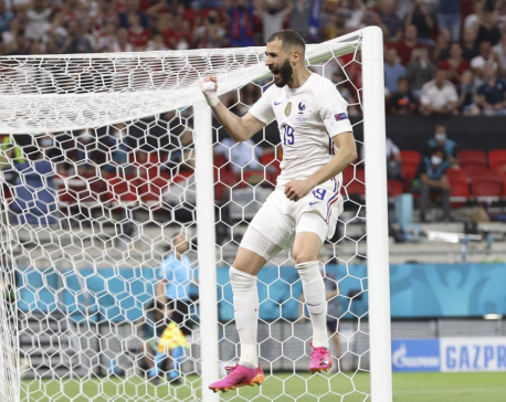 France looks to forwards, Swiss aim to end knockout drought