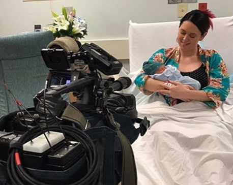 Radio host gives birth on-air during rush hour
