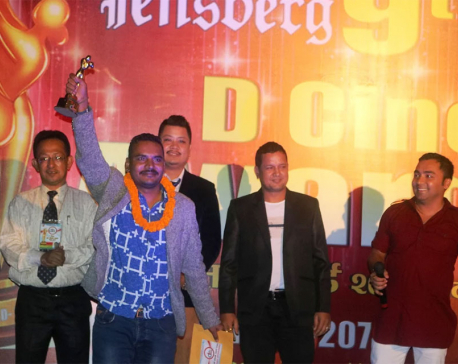 Chhakka Panja bags 10 D Cine Awards (with photos)