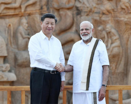 India's Modi picks up trash from seaside town while hosting China's Xi