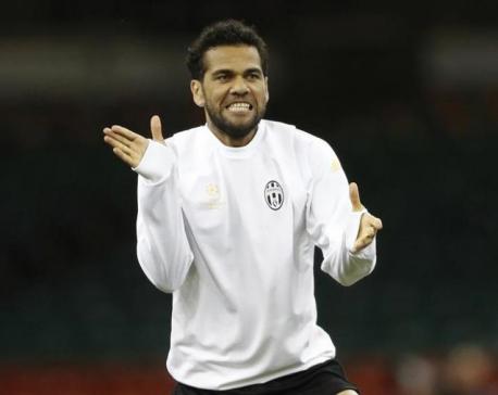 Defender Alves confirms Juve exit