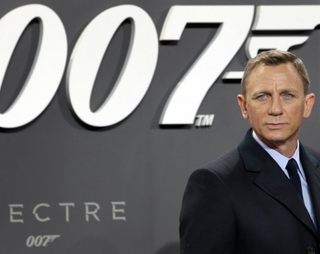 Daniel Craig delays specter of retirement as James Bond