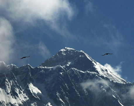 Stranded tourists flown off Mount Everest