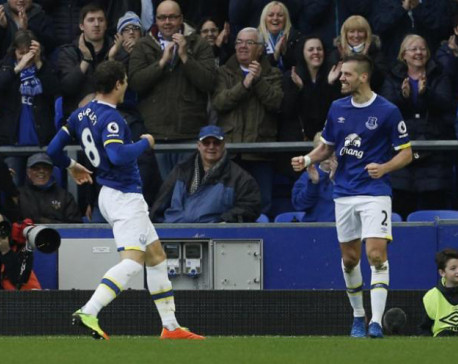 Everton can bank on home form to beat Chelsea, says Schneiderlin