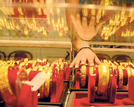 Gold price increases Rs 1,800 in a single day