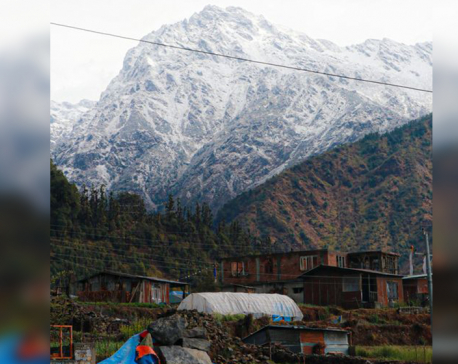 Snowfall cripples life in upper Himalayan region, cloudy weather in hills