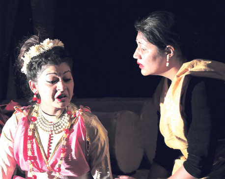 'Yayati' show stealer at ShilpeeTheater