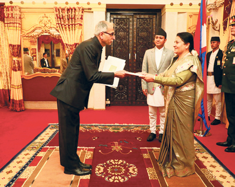 Newly-appointed Indian envoy submits credentials to President Bhandari