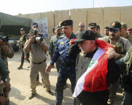 Iraqi PM celebrates in Mosul, but battle ongoing