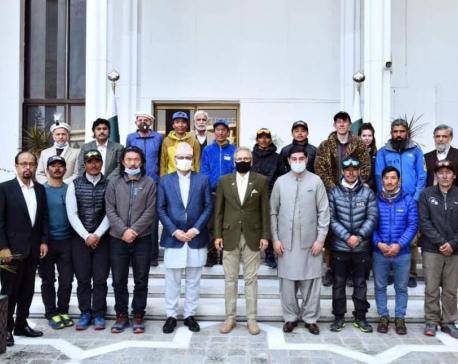 Pakistani president meets Nepali K-2 winter expedition team