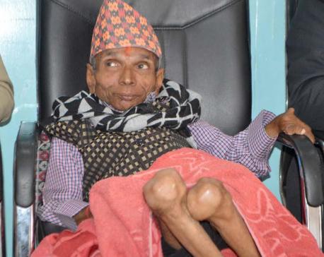 12-kg guru feted for spreading light of education