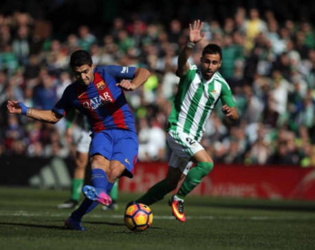 Suarez grabs leveler for Barca after goalline controversy at Betis